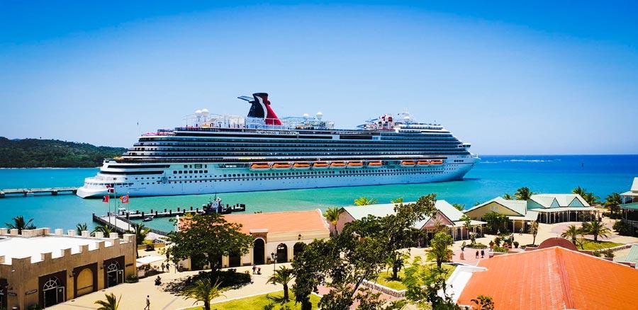 Dominica chào đón tàu Carnival Cruise Lines trở về