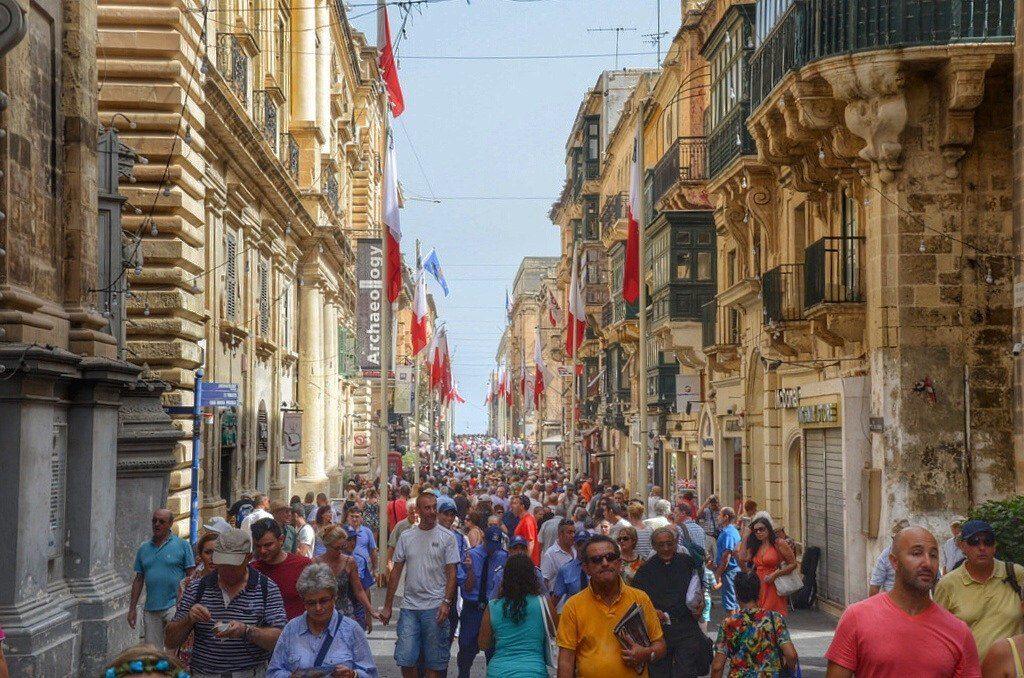 Du học Malta có gì giống và khác với du học Anh?