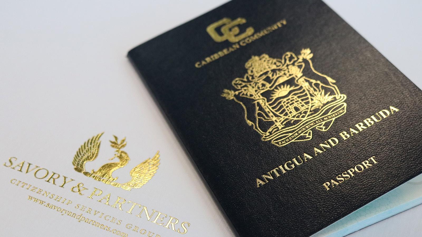 Cận cảnh quyển hộ chiếu quyền lực Antigua - AT Express